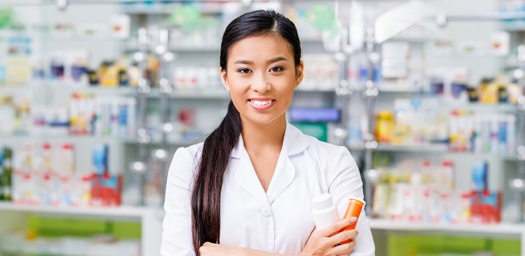 female pharmacists in pharmacy